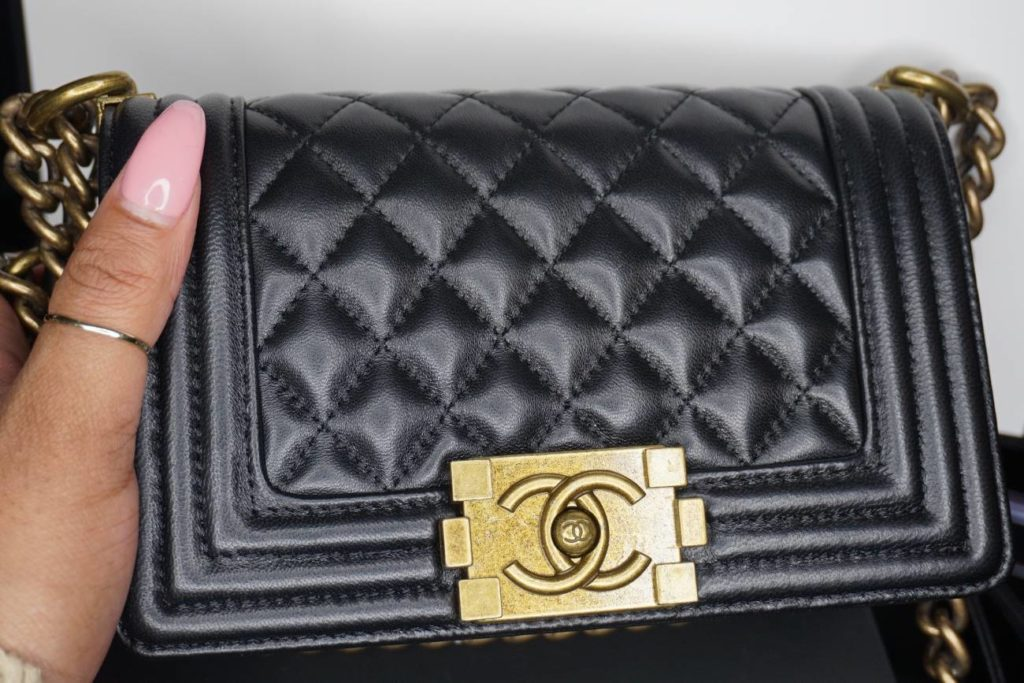 4064d1df8144 ... this bag if from Ruolabags.com. This a Chanel Boy Bag replica. And of  course this is the best of the best replica. It is a 1 1 copy of the  original bag.